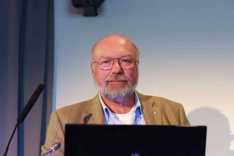 Author Alf R. Jacobsen wins the 'Fangenes testamente' award
